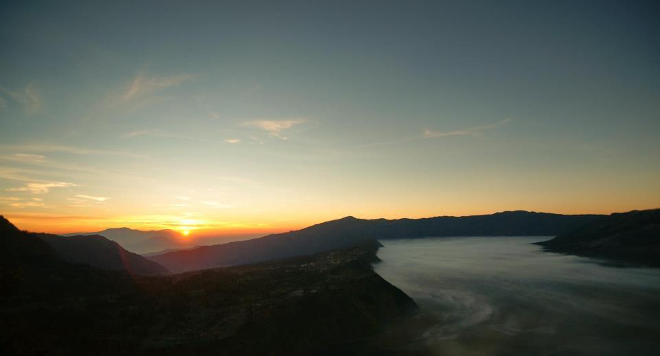 Wisata Bromo 4 Lokasi Penanjakan,Kawah,Savana,Pasir Berbisik